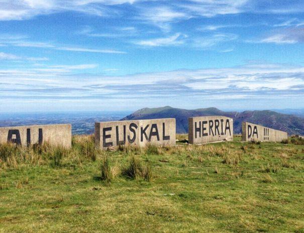 Tour et visites montagnes basque -txiki combi
