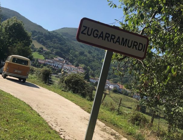Sur les traces des sorcieres au pays basque - Txiki Combi